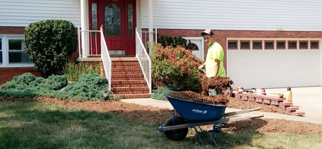 Picture mulch delivery installation hickory nc